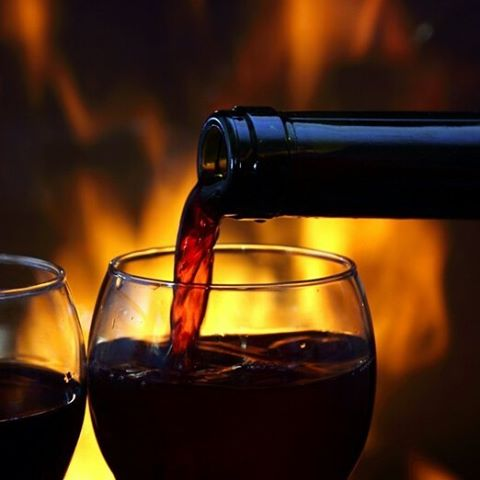 This New York weather is crazy but also a great excess to enjoy a glass of red by the fire. 🍷 #redwine #wineoftheday #grapesthewineapp #wino #winelover #poetryinabottle #cheers