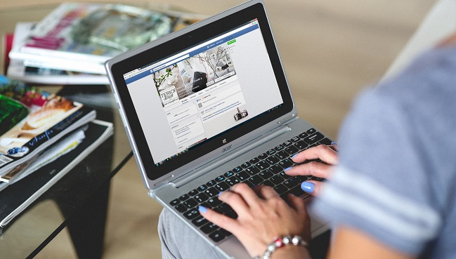 hands-woman-laptop-notebook (1) web.jpg