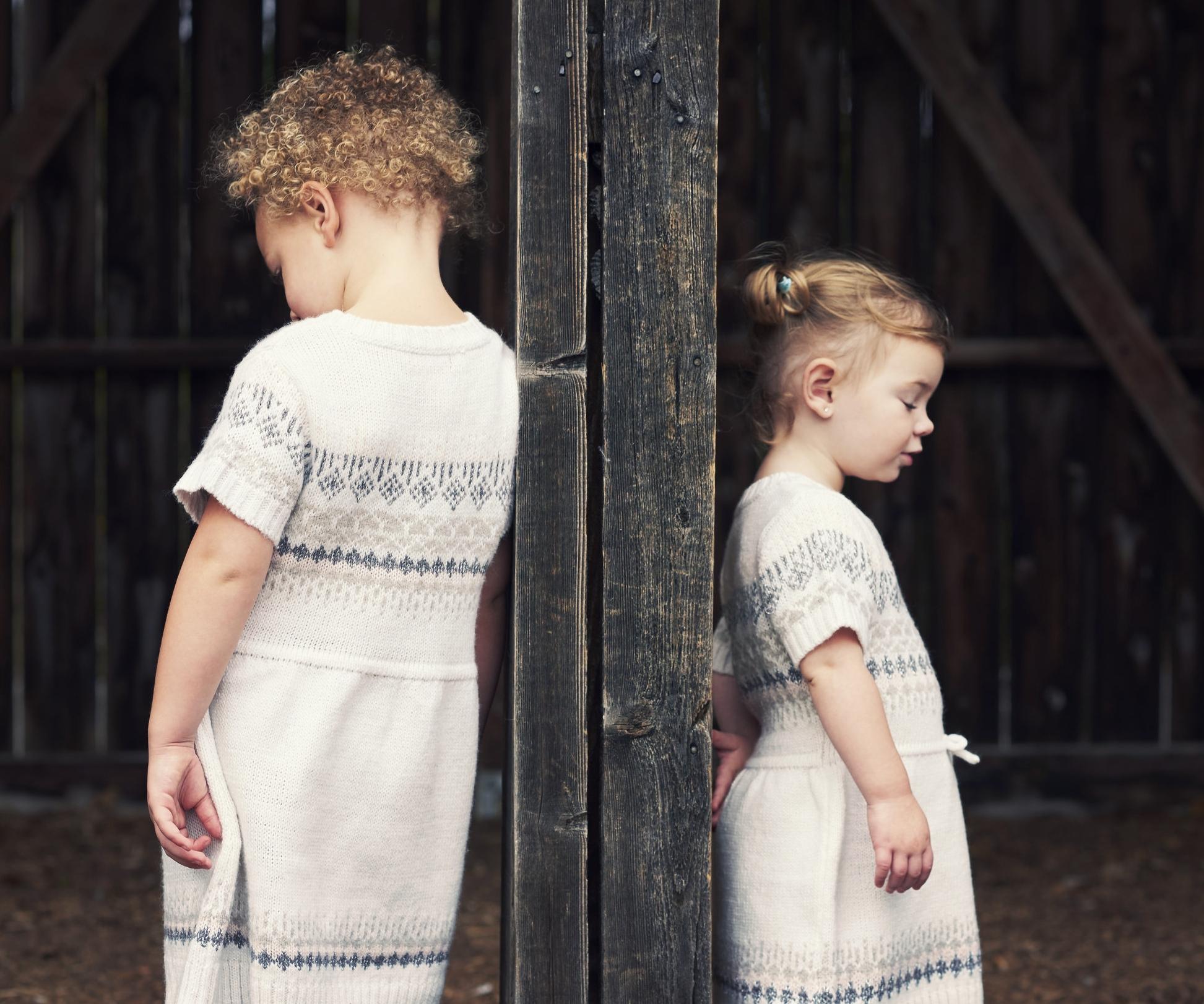 Lifestyle-Portraits-Marta-Hewson-sisters.jpg