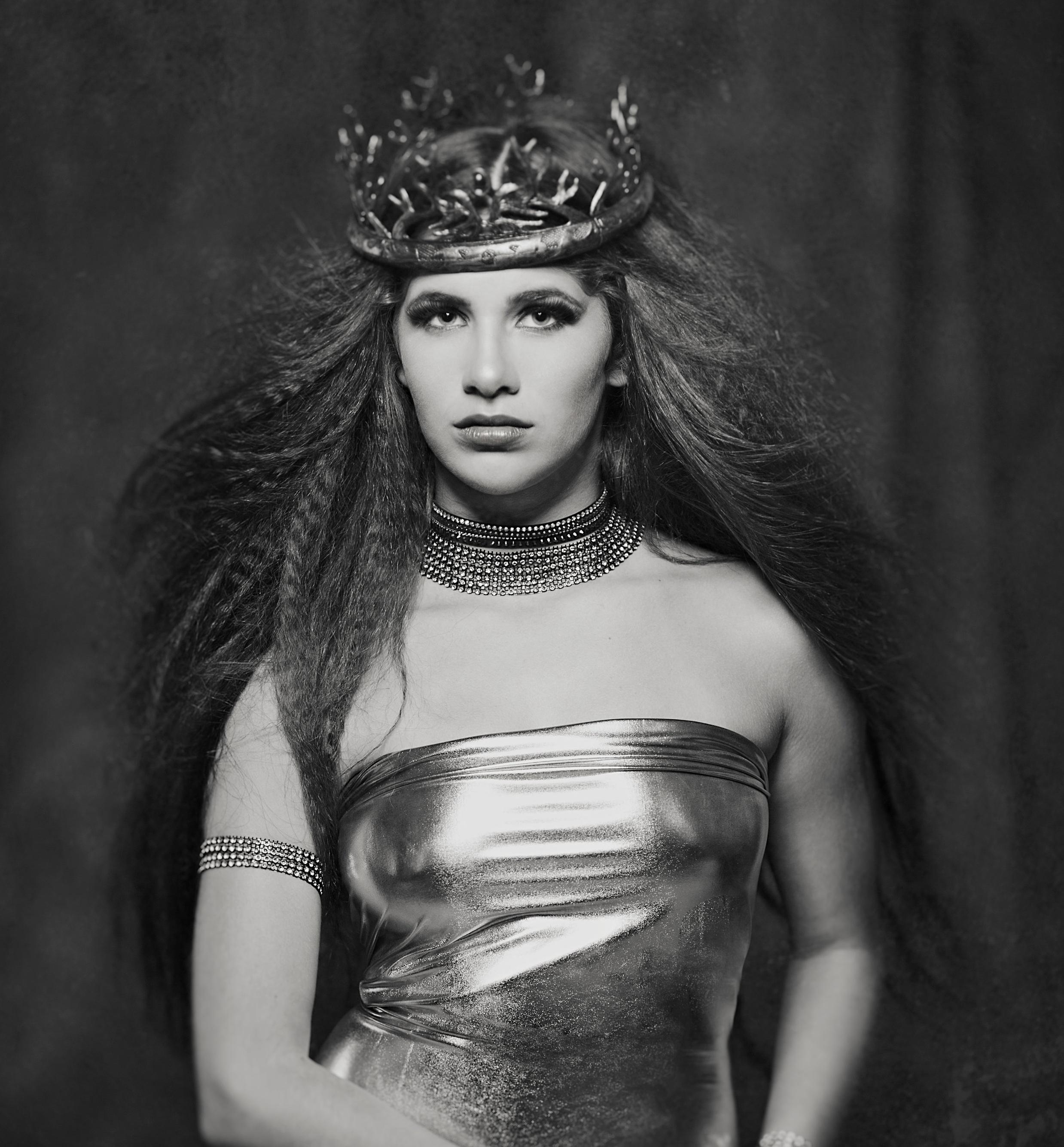 Themed-Portraits-Marta-Hewson-Queen.jpg