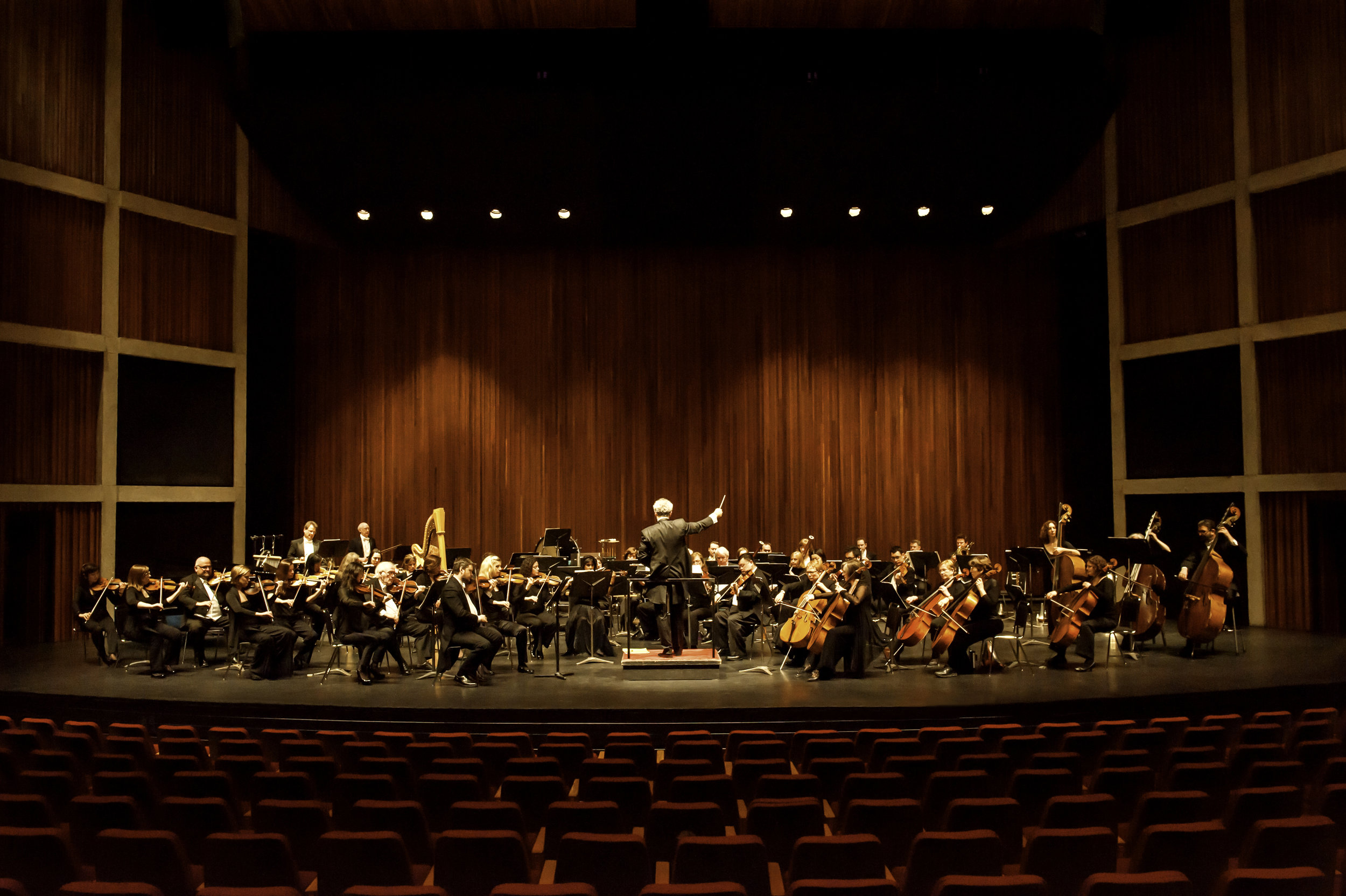 Marta-Hewson-editorial-portraits-Hamilton-Philharmonic-Orchestra.jpg