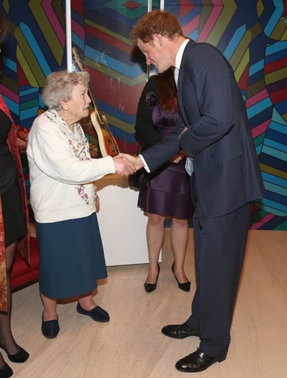 Visita do Príncipe Harry à British Society