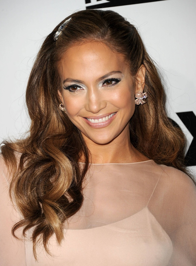 All hail J.Lo, the QUEEN of shimmer!