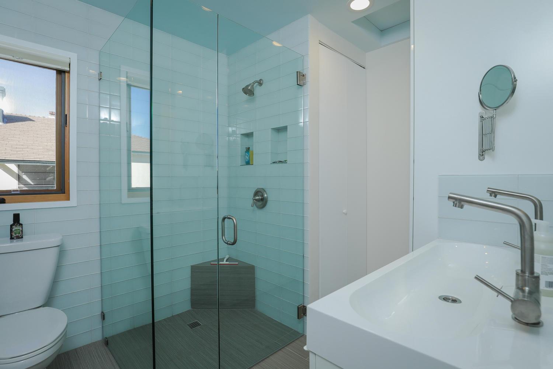 9. bthroom- upper 1 415 20th St San Diego CA 92102-large-044-10-415 20th St Interior-1500x1000-72dpi*.jpg