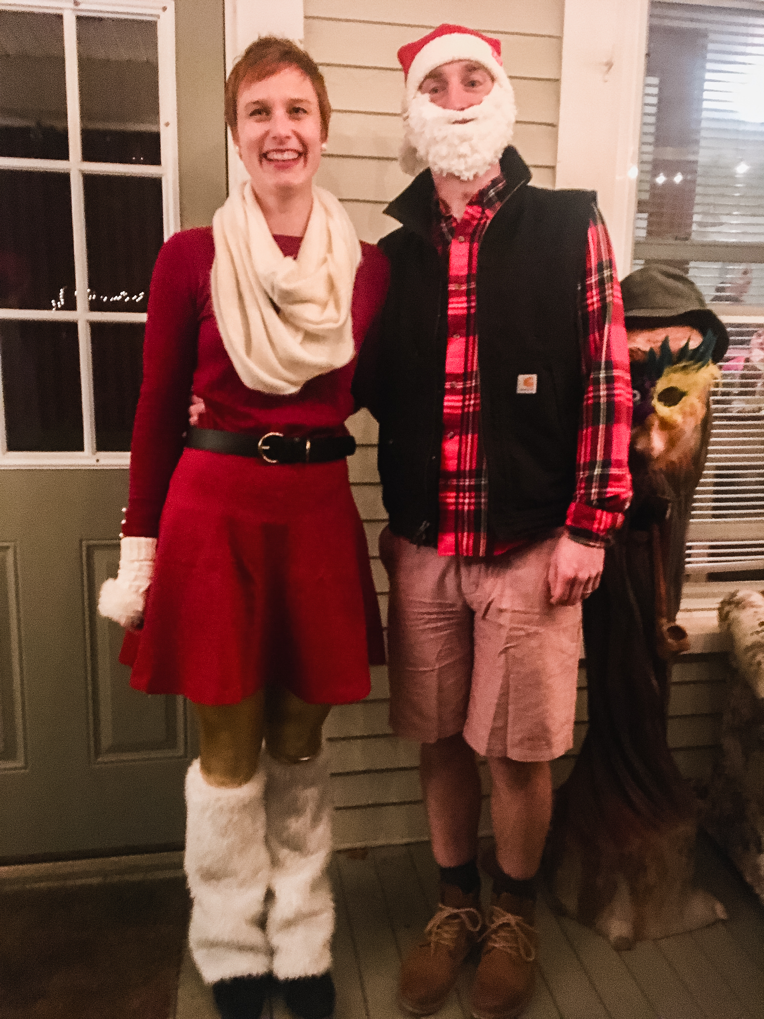 Merry Christmas from us! Husband and I have worn this same Halloween costume for 3 years in a row. 🎃🎅🏻 Plus, it can be worn at Christmas too! Now that's a minimalist's dream. 🤣 Hope you're all enjoying a lovely holiday season.