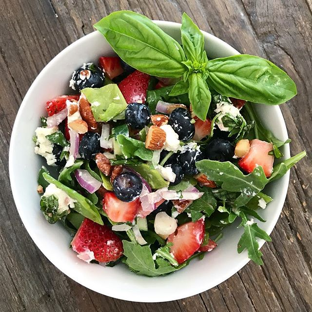 A festive red, white, and blue salad for the #4thofjuly menu :) #Merica🇺🇸 | #arugula #blueberries #strawberries #basil #almonds #redonion #goatcheese #diy #balsamicvinaigrette