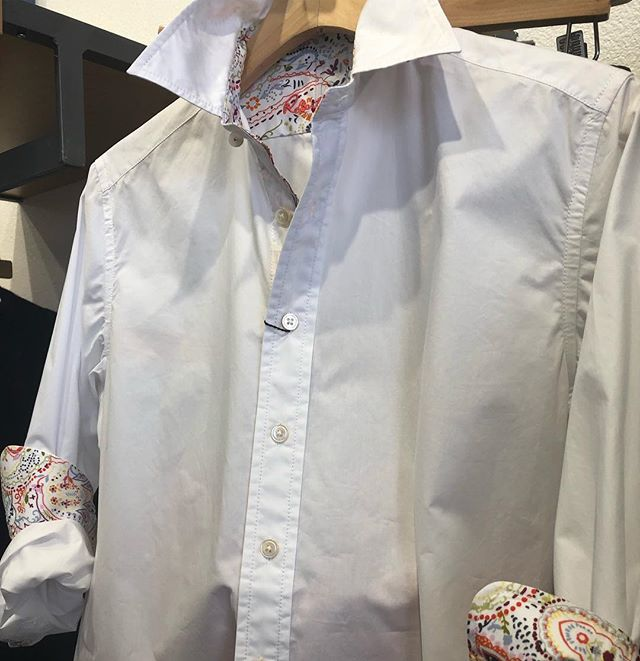 New brand!! Robert Graham for women. Shirt tail hem, classic cotton with buttoned barrel cuffs. Pretty eye catching fabric on the inside. #robertgraham