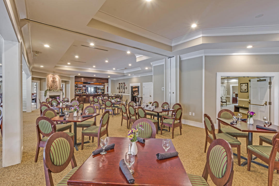 Club House Dining 2.jpg