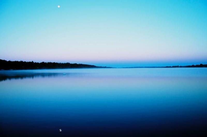 LOLS-moon-at-sunrise.jpg