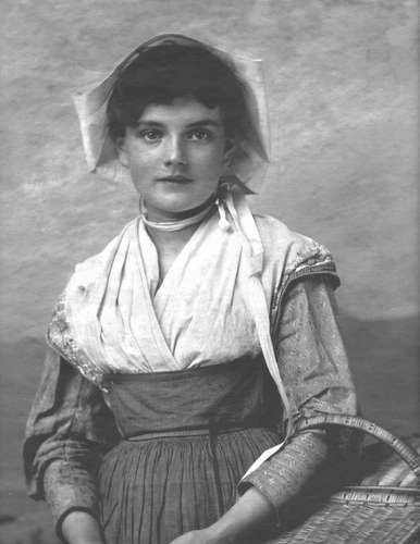 Arthur Burchett, Basket Girl