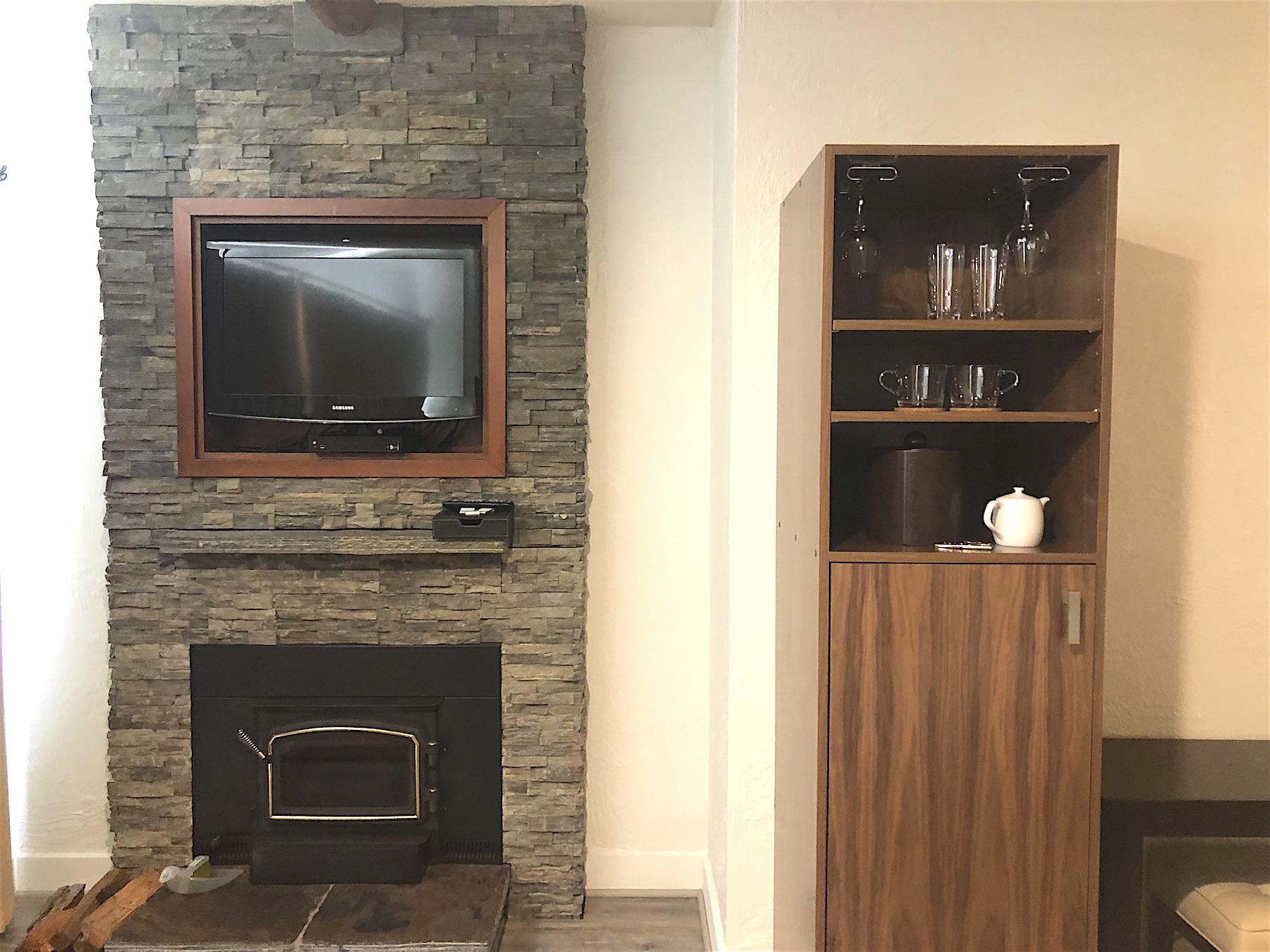 Fireplace & Bar.jpeg