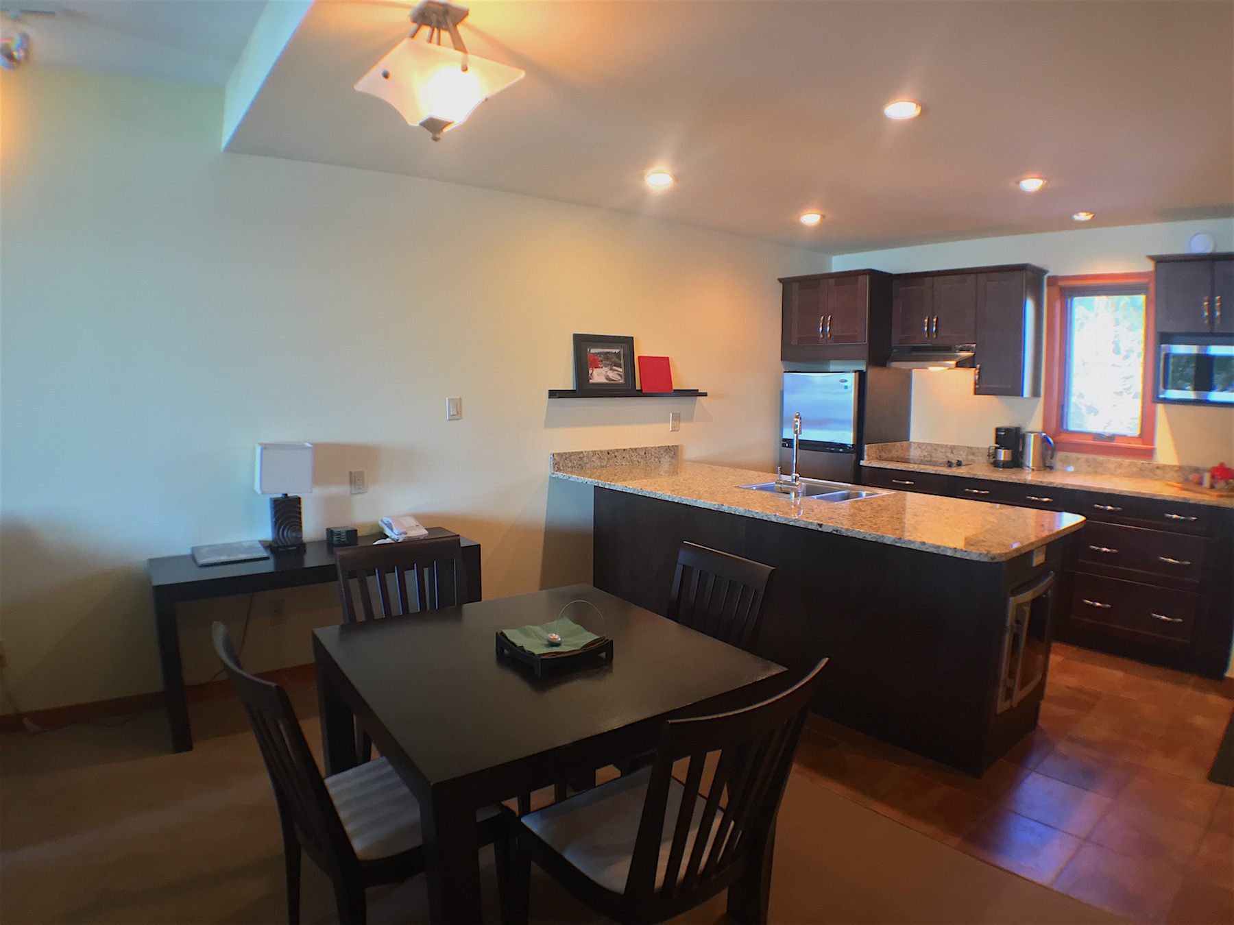 KITCHEN:DINING ROOM.jpg