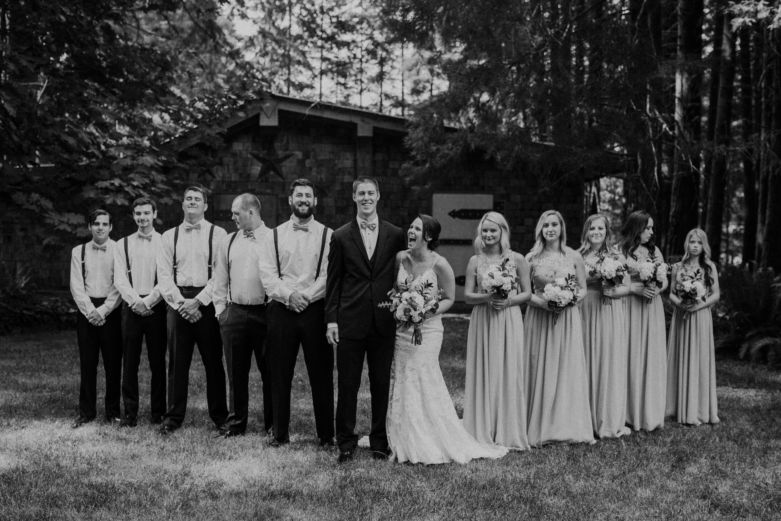 Shaynah Vandegriffe Photography | Eugene, Oregon wedding photographer | Deep Woods Events Wedding | Oregon Bride