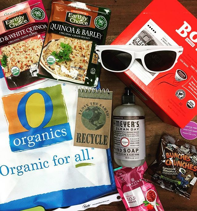 🌍GIVEAWAY🌍 💥 As part of @jewelosco 's Earth Month Extravaganza, I'm giving away a $60 Gift Card to Jewel! Winner will pick up gift card at Saturday's celebration at their Naperville location from 12-4pm. Samples from  45 organic products, live music, and prizes! Join me for the fun! Link in Bio! ⬇️ Rules to Enter Giveaway: 1️⃣ Like this Post ❣️ 2️⃣ Follow @chipescetarian & @jewelosco  3️⃣ Tag friends you'd take with you! (each tag = 1 entry, unlimited entries) ⬇️ Winner gets picked tomorrow 4/4 at Noon! U.S. Residents only. GOOD LUCK! . . . . . . #chipescetarian #jewelosco #partner #gogreenwithjewel #giveaway #earthmonthatjewel #wheretoeat #gogreennotbroke #naperville #eeeeeats #chicago #sponsored #chicagogram #chicagoeats #chicagofood #eatingfortheinsta #entertowin #devourpower #shotoniphonex #starvingfoodseeker #foodie #foodstagram #forkyeah #foodpornshare #feedfeed #infatuationchi #dailyfoodfeed #eatfamous #chicagofoodauthority #foodblogger
