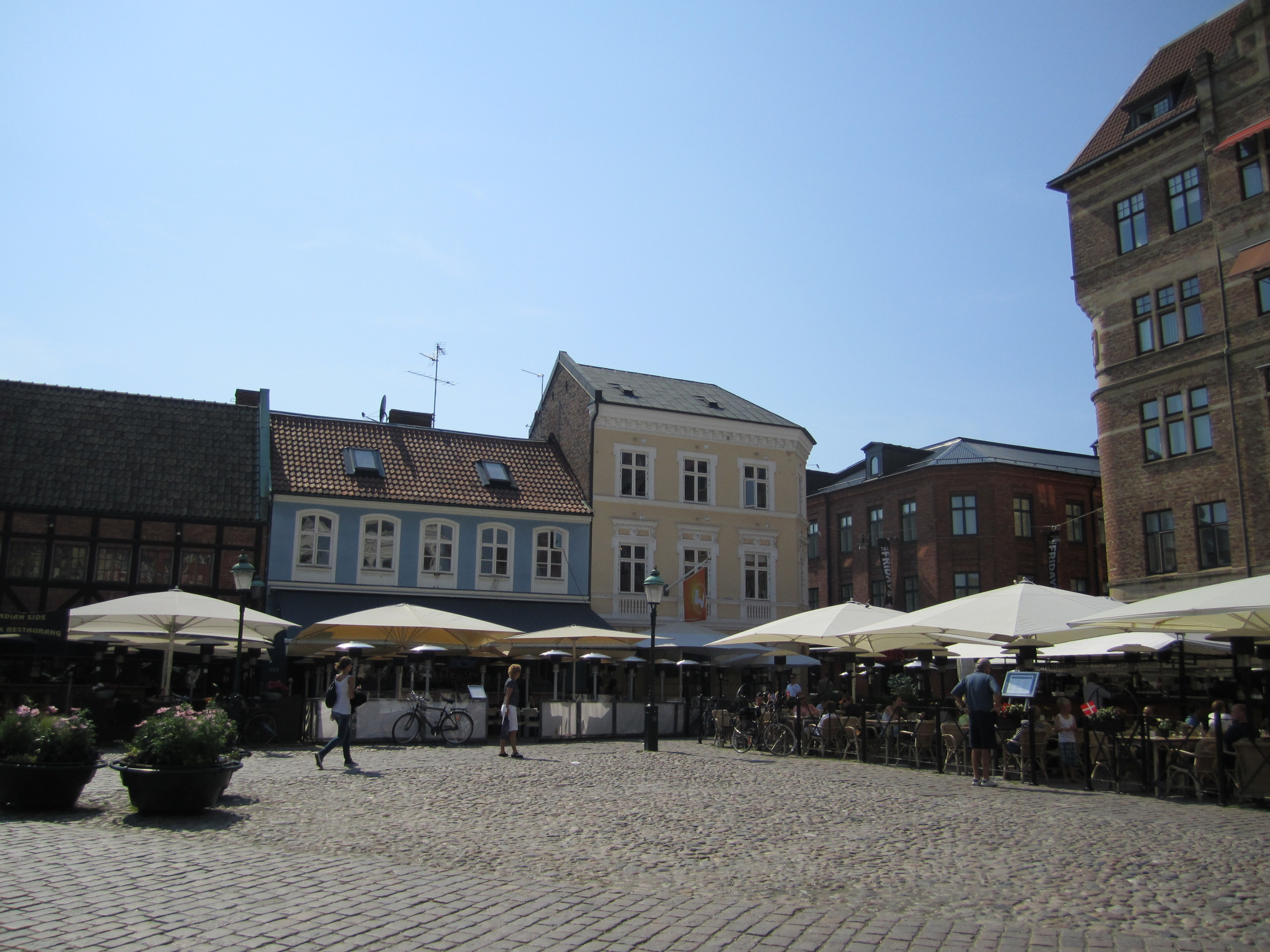 Lilla Torg is a great place to eat and drink, and provides a nice evening ambiance. Image credit:    La Citta Vita   /   Flickr