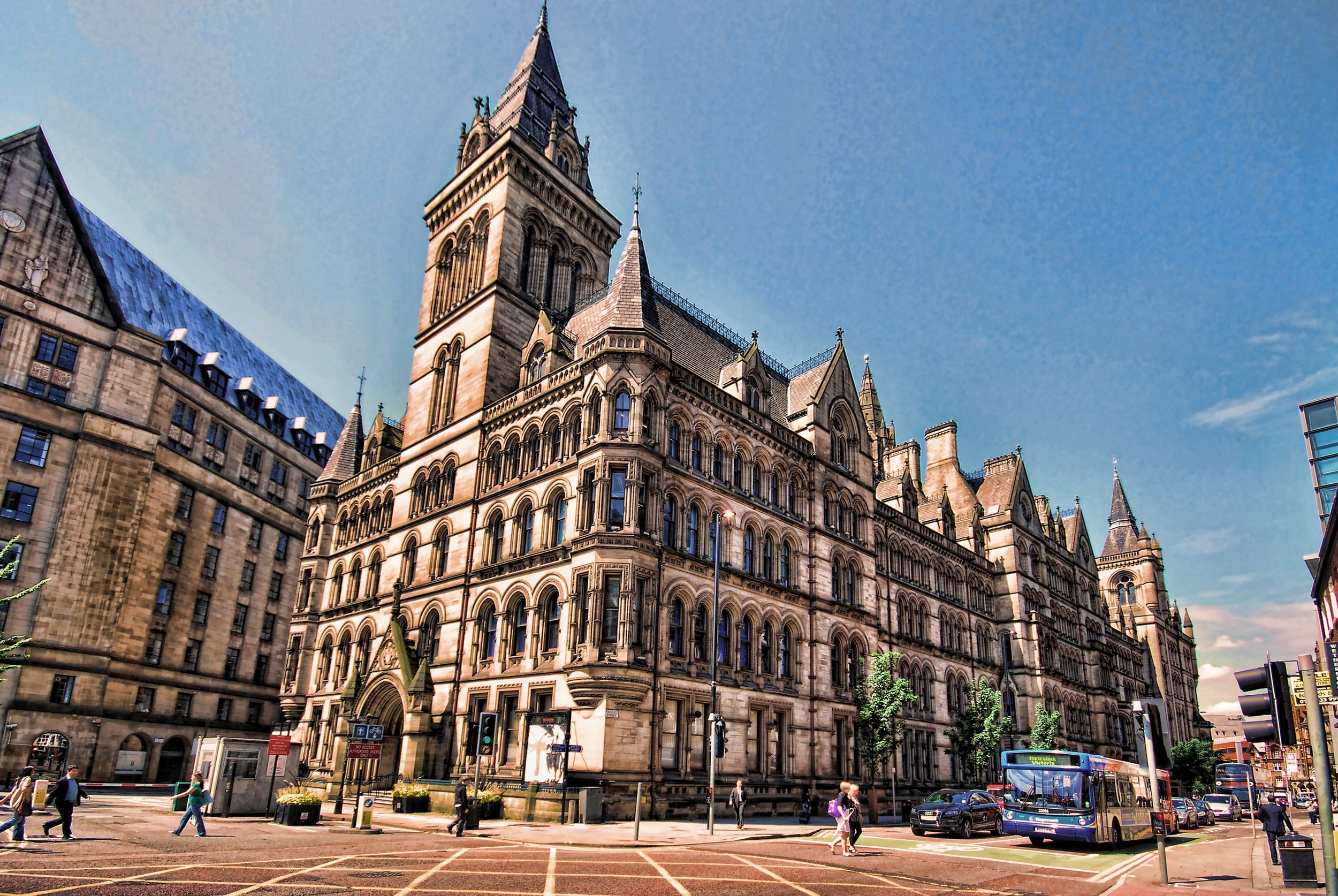 Looking at the back of Manchester Town Hall. Image credit:    Stephen   /   Flickr