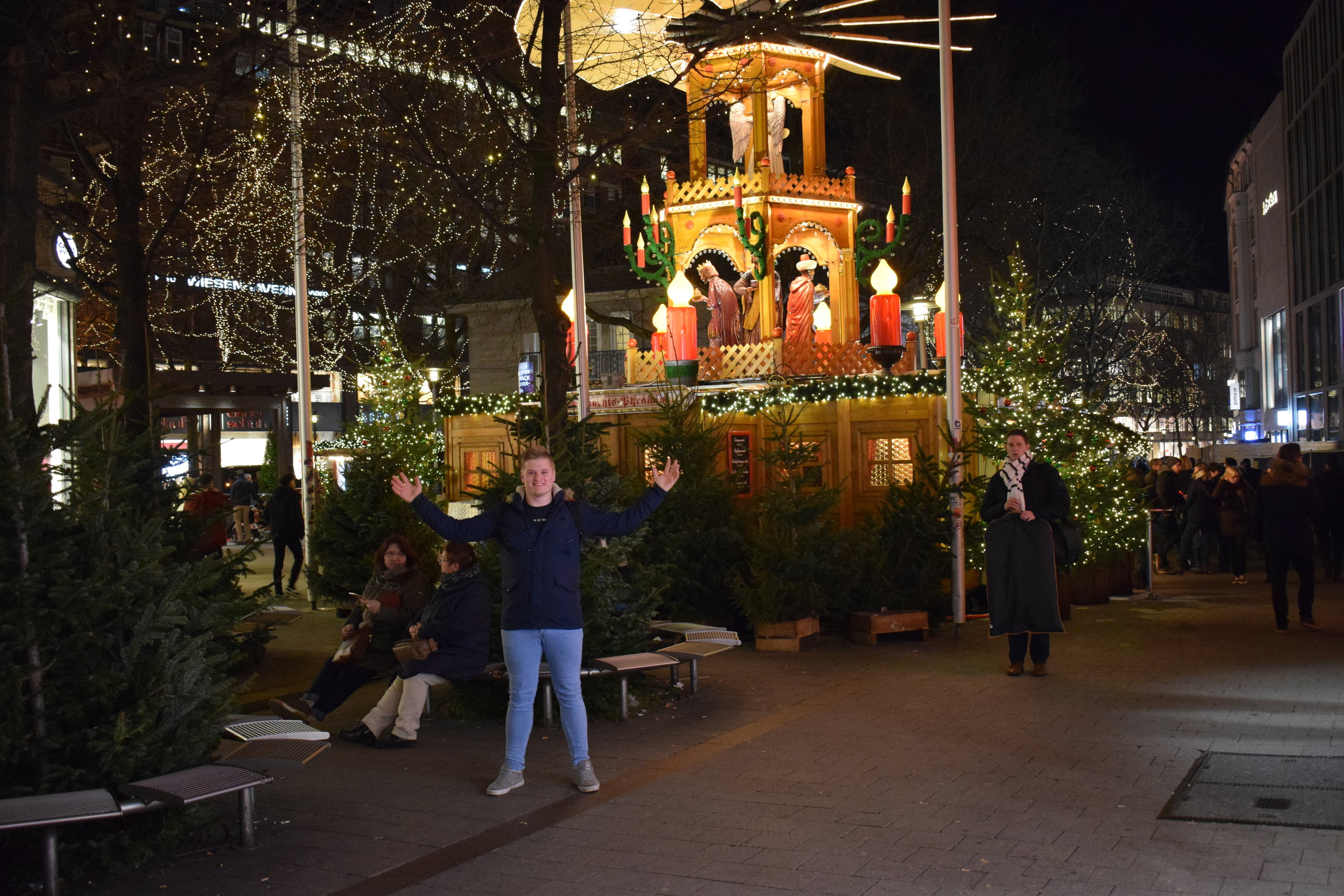 I couldn't resist a good old Christmas market - even over 96 hours since the day of celebration drew to a close.