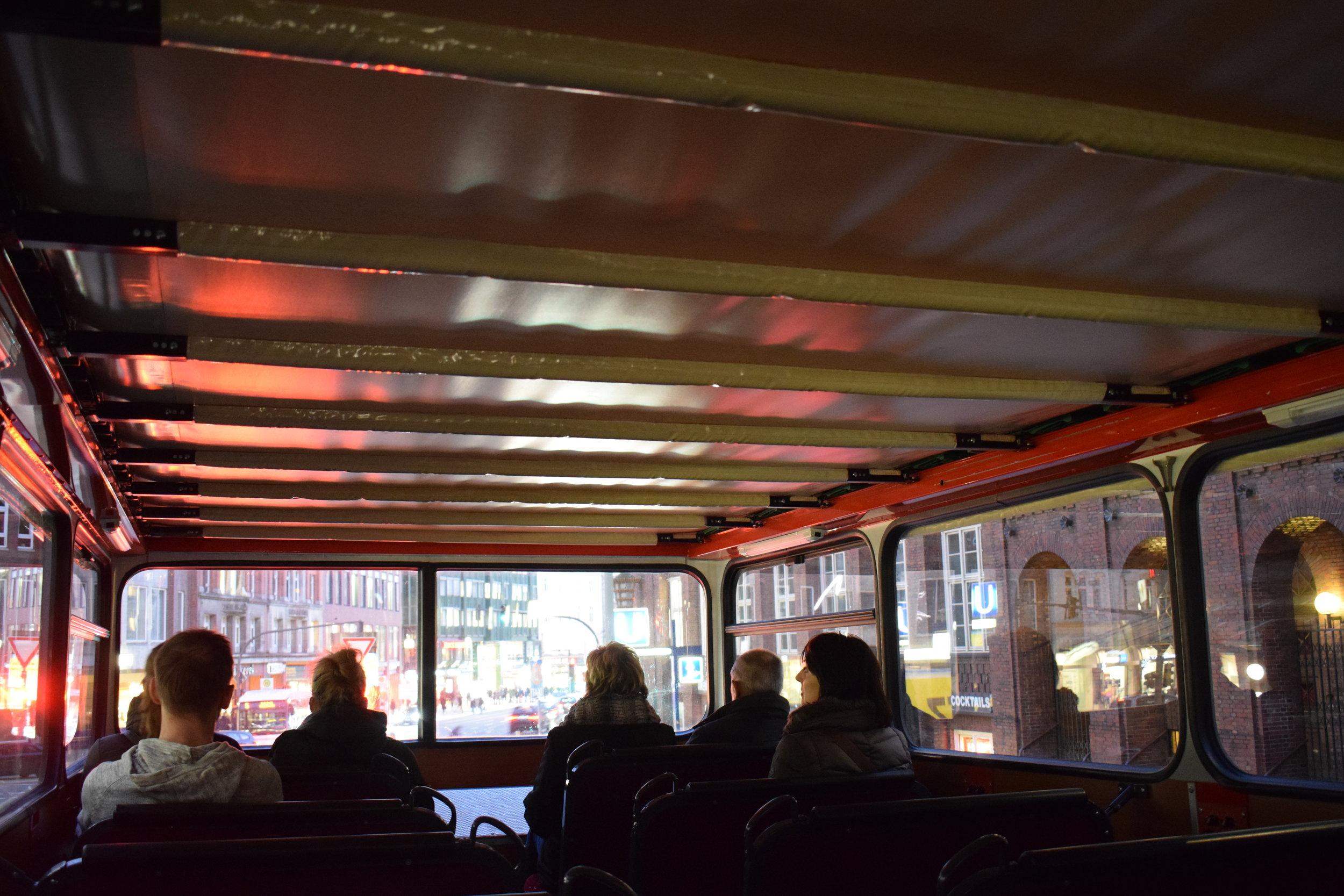 Stadtrundfahrt-Tour-Bus-Hamburg-Inside