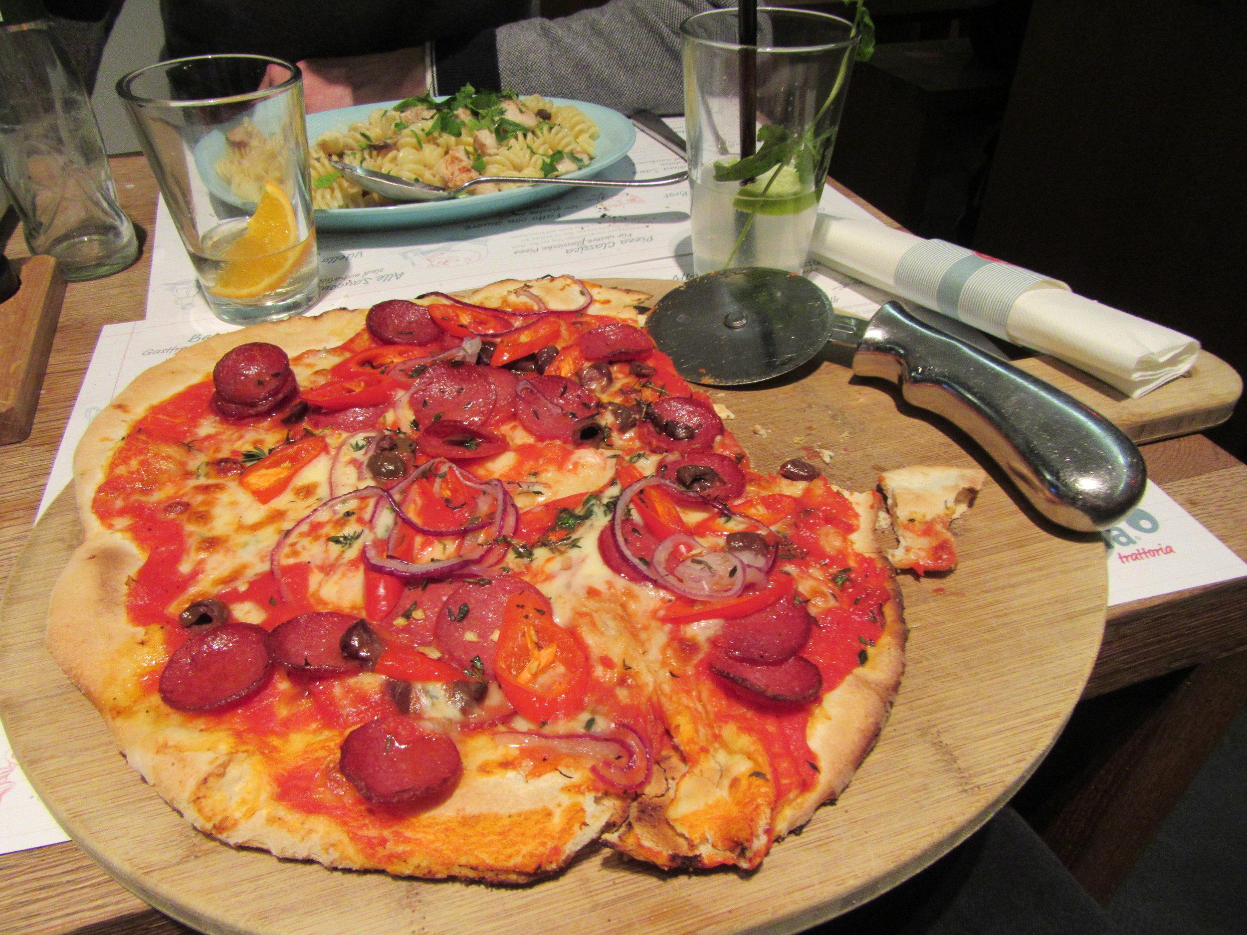 A diavola pizza from    mama trattoria City   .