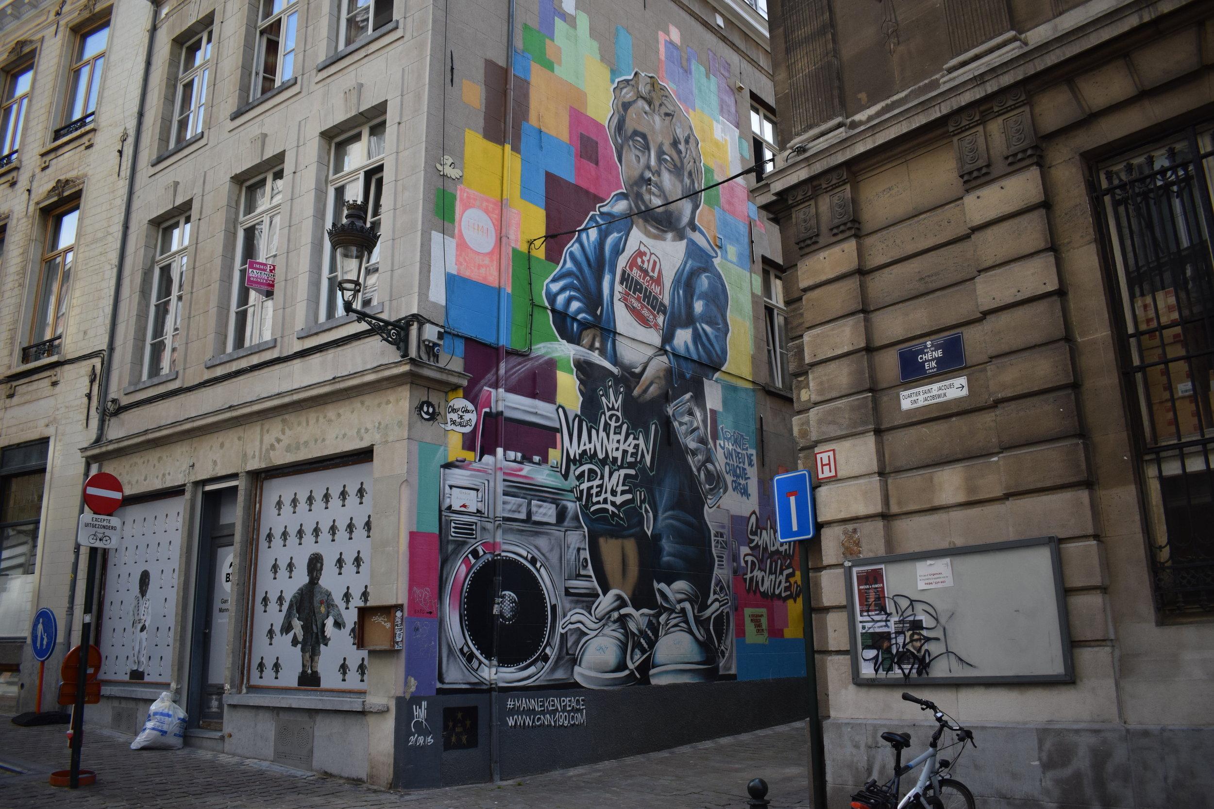 Manneken-Pis-Street-Art-Graffiti-Brussels