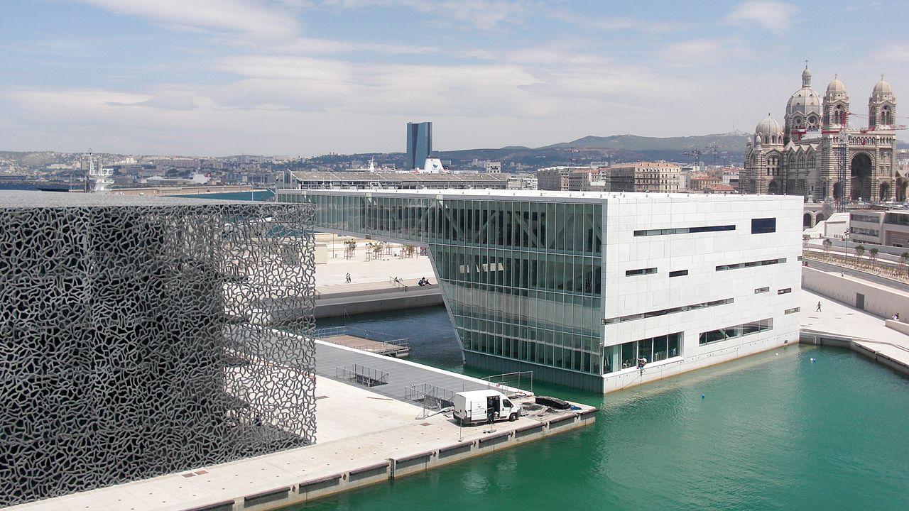 Villa Méditerranée is a conference centre located along the Marseille waterfront. Image credit: gpluxurycarhire.com