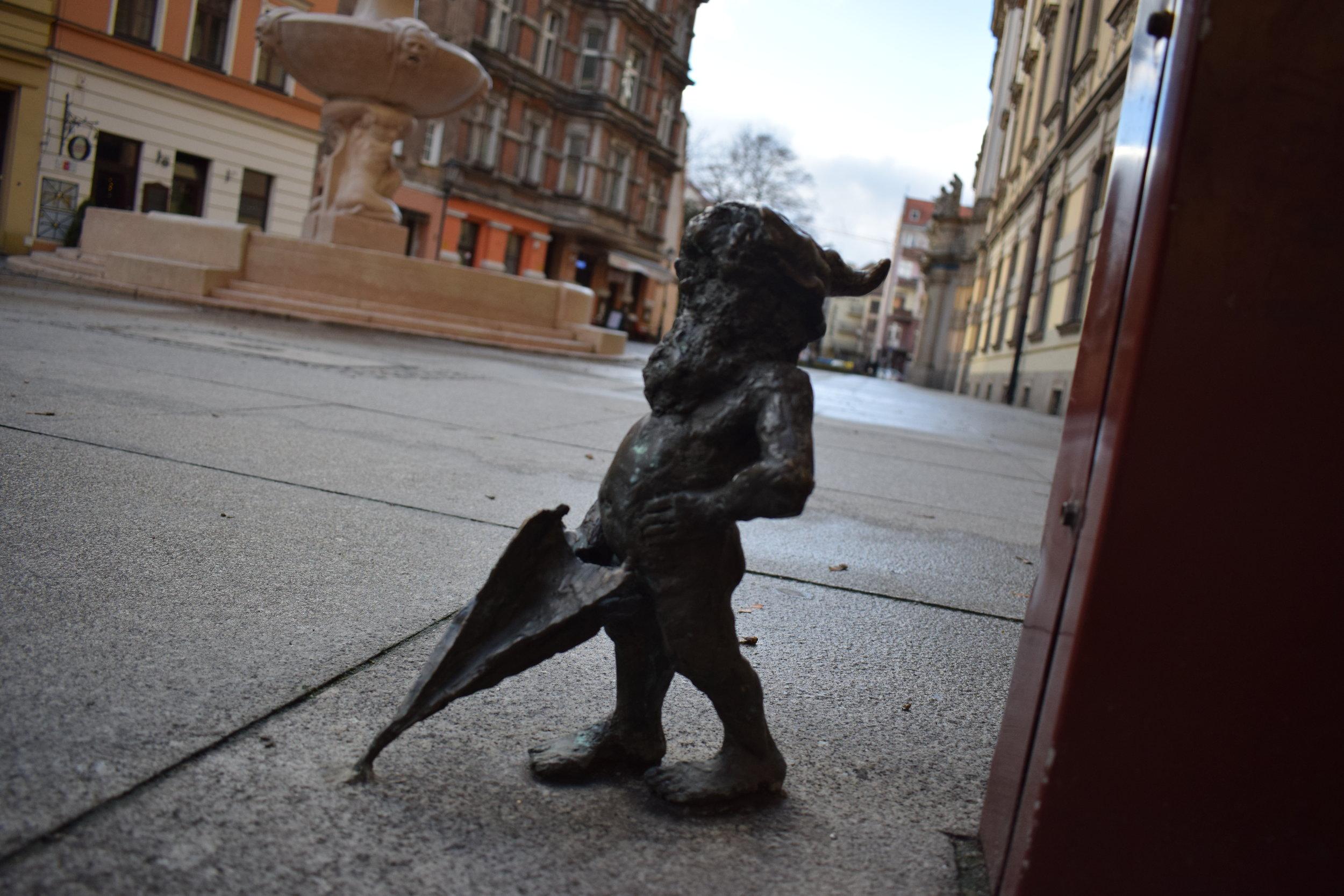 The dwarfs can be found all over  Wrocław  .