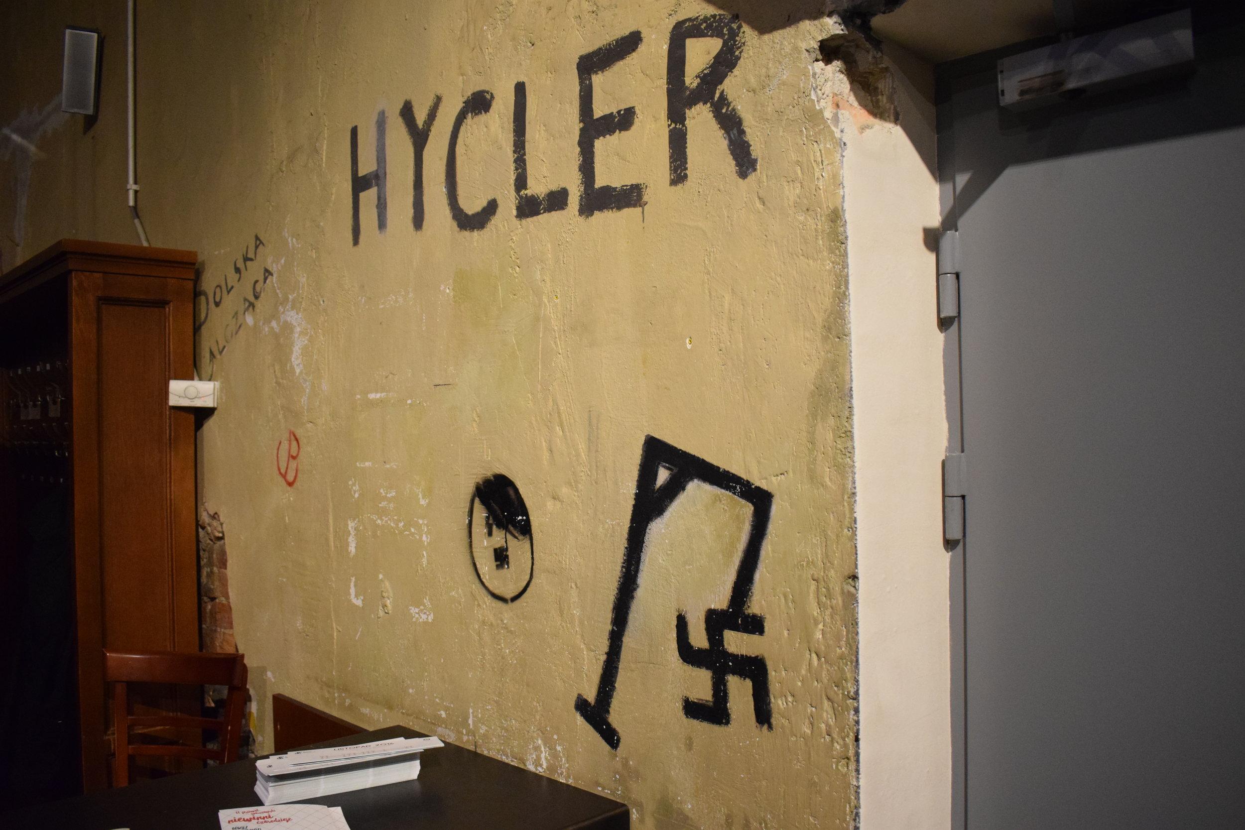 Hitler-Graffiti-Warsaw-Uprising-Museum