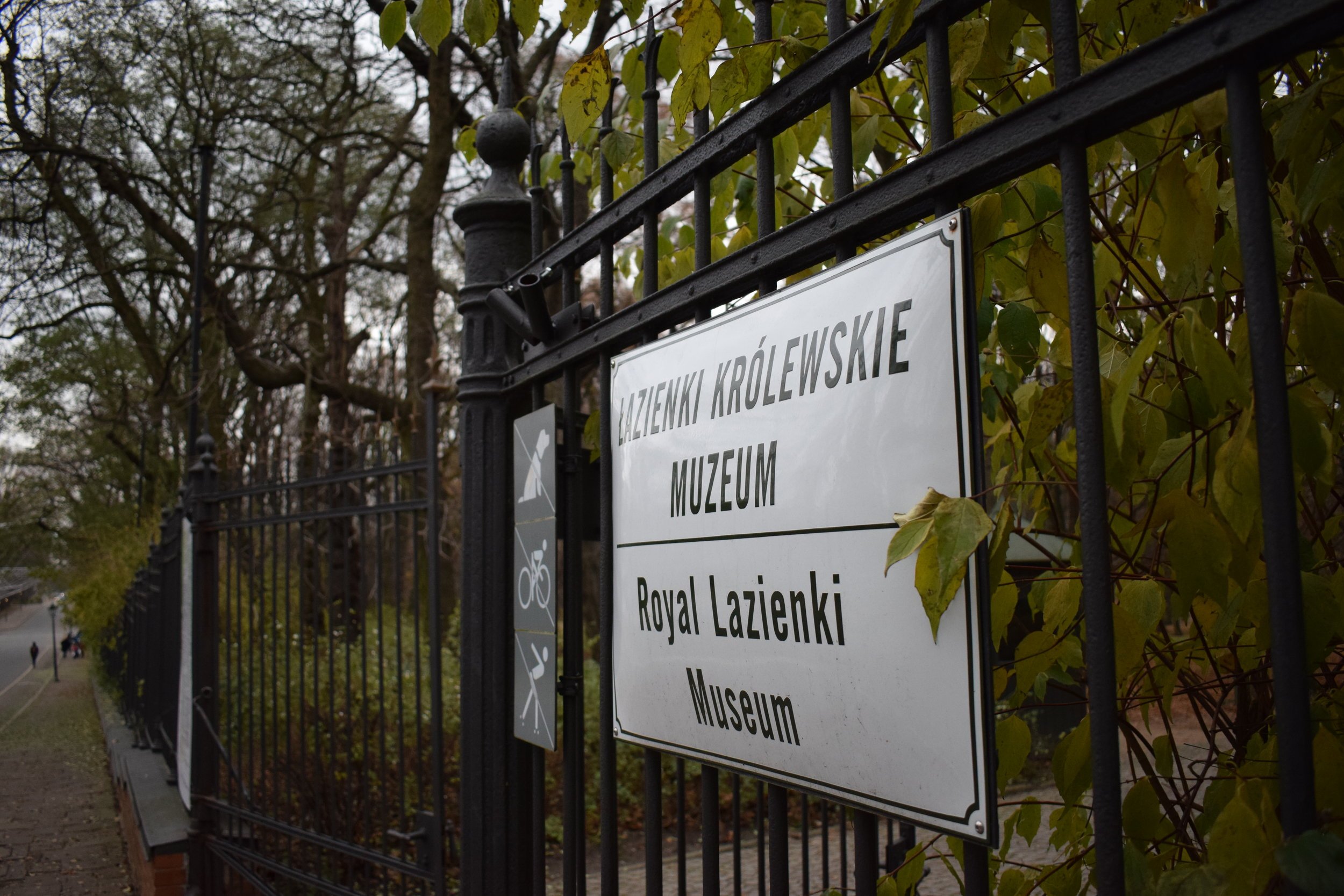 Lazienki-Museum-Entrance-Sign-Warsaw