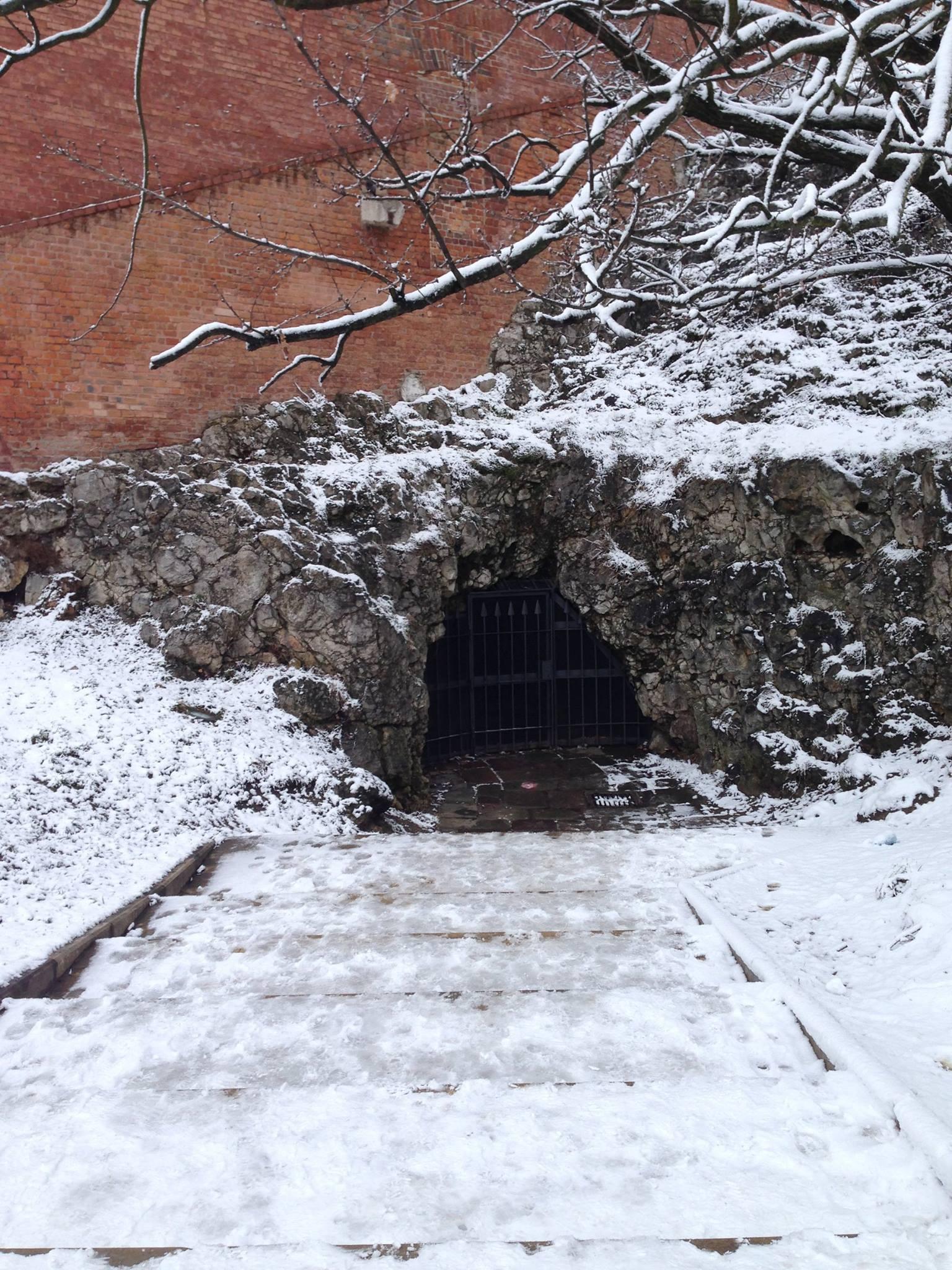 Wawel-Castle-Dragon-Cave