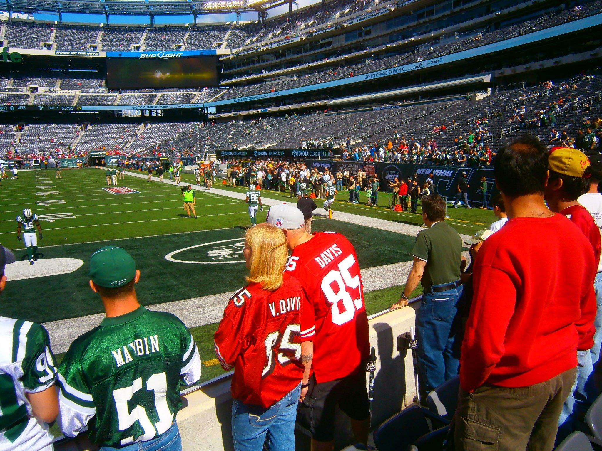 Jets-49ers-Fans-MetLife-Stadium