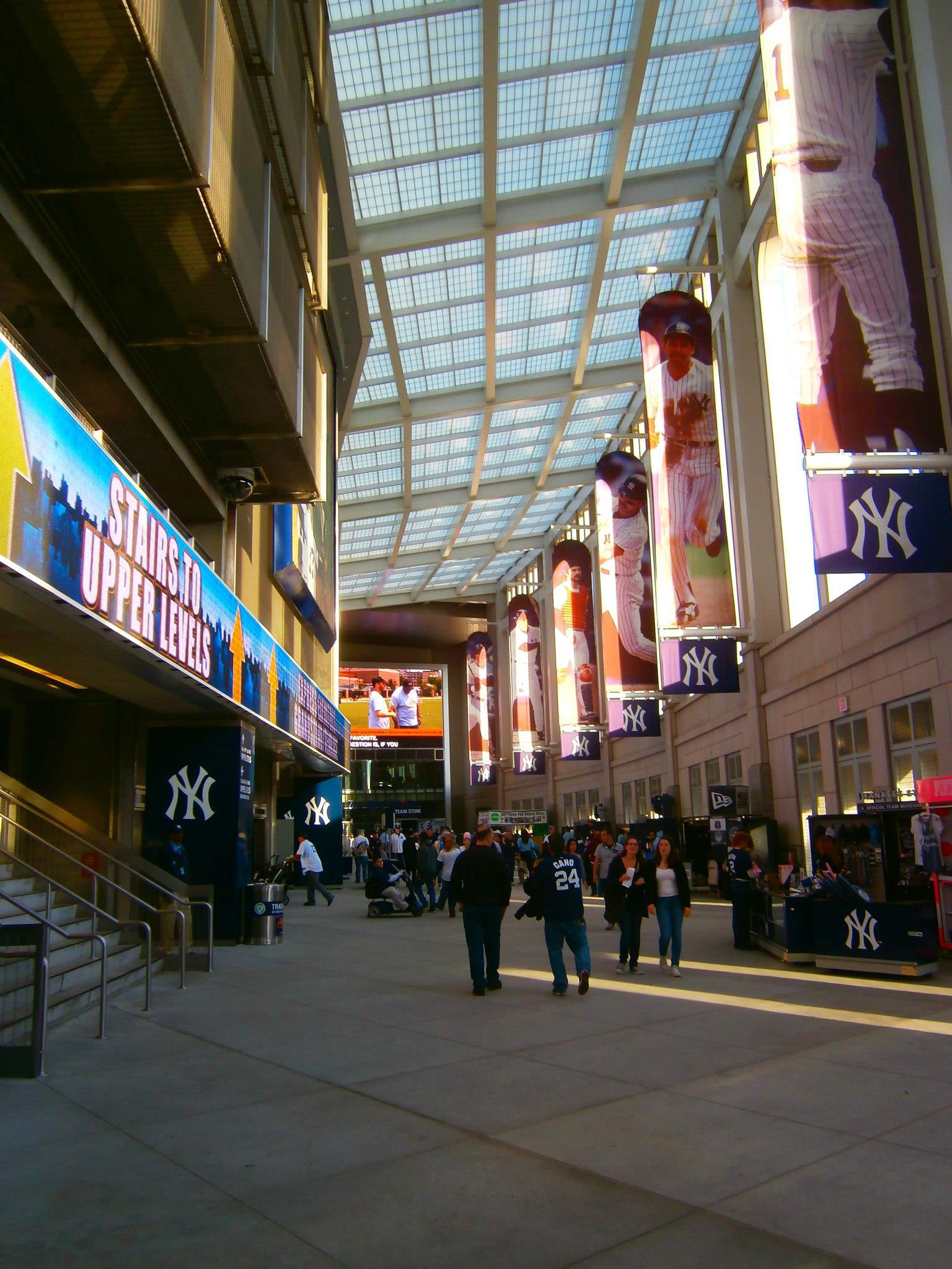 Yankee-Stadium-Concourse
