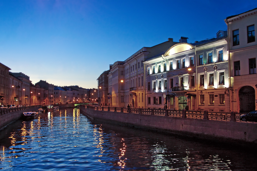 A canal in Saint Petersburg on one of the White Nights. Image credit:  Oleg Kovalenko / Creative Commons