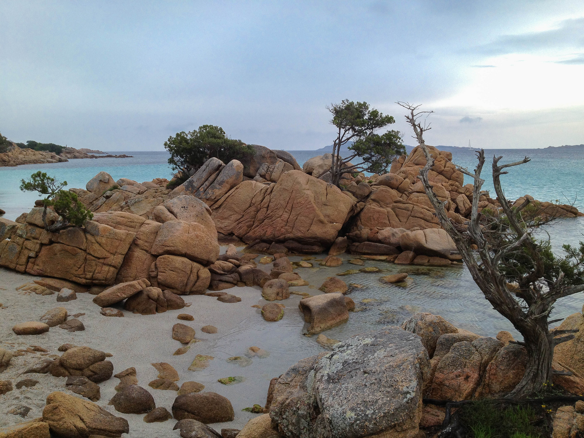 Peaceful and picturesque, head down to the Costa Smeralda to soak up some sun and go for a paddle. Image credit:  Andreas Issleib / Creative Commons
