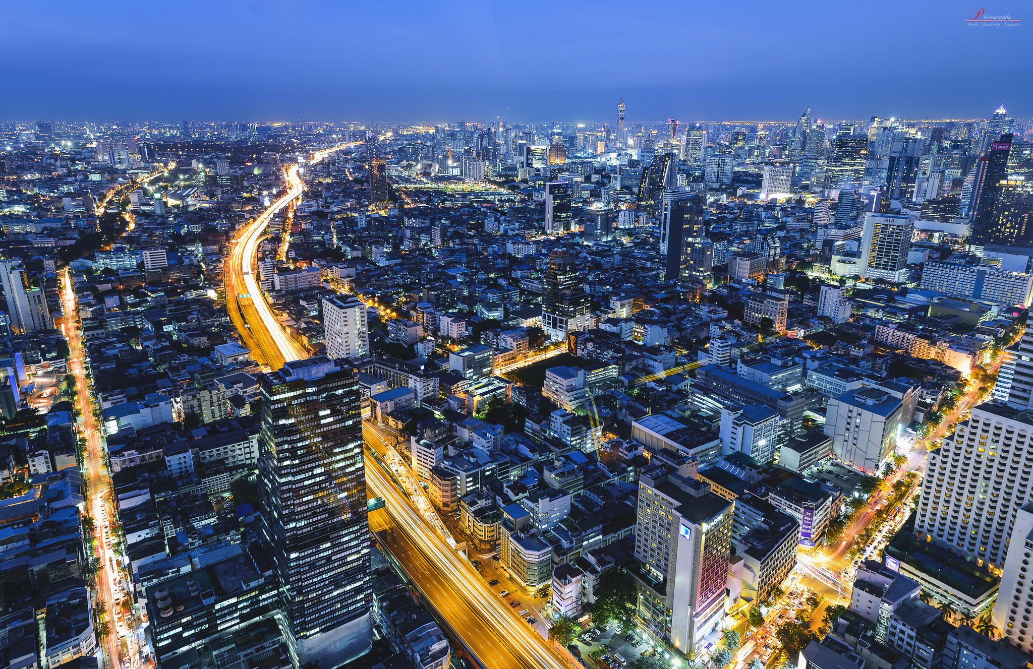 Overlooking Bangkok at night. Image credit:  Pablo Fernández / Creative Commons