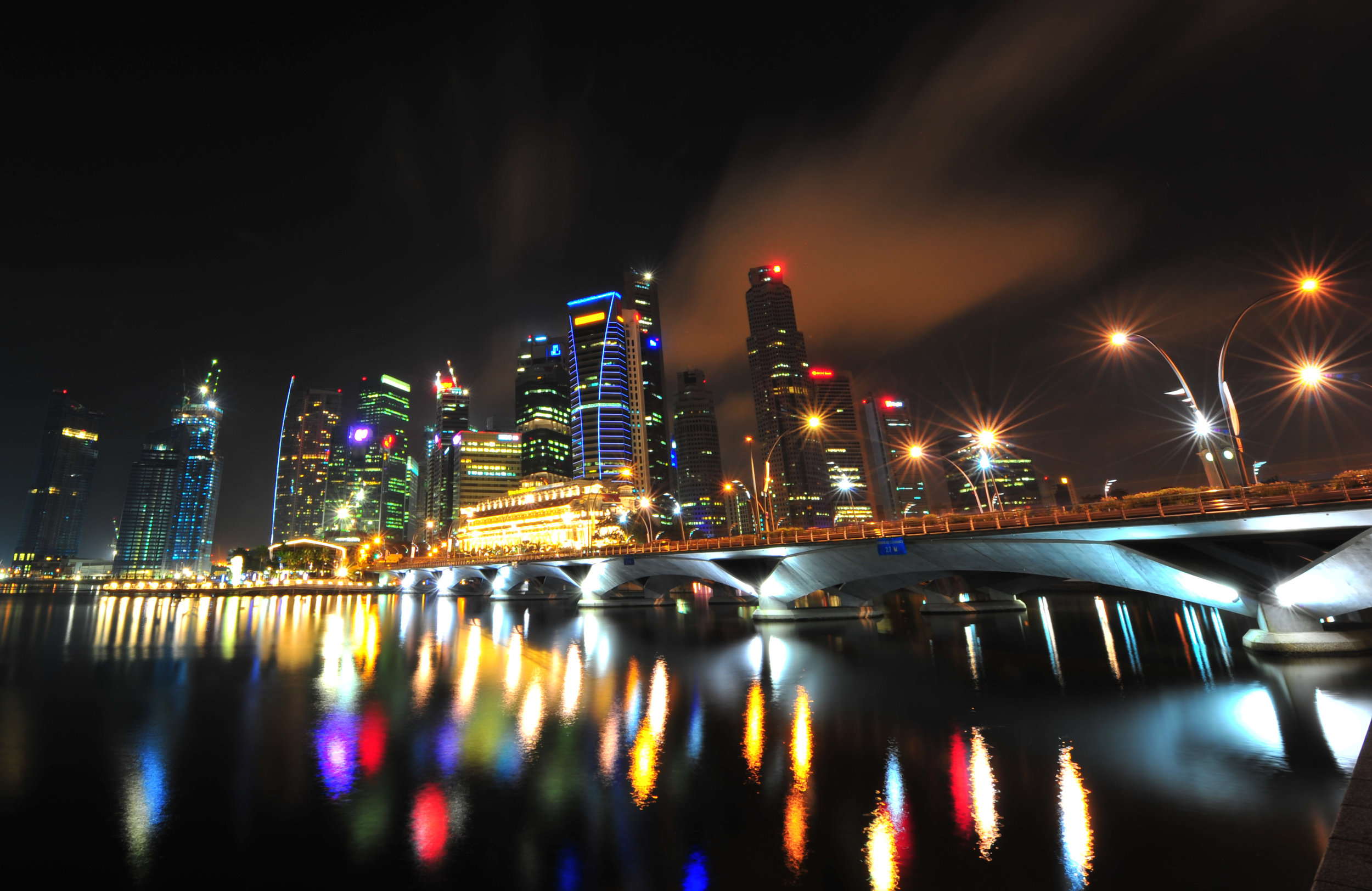 The skyline of Singapore comes alive at night. Image credit:  Mike Behnken / Creative Commons