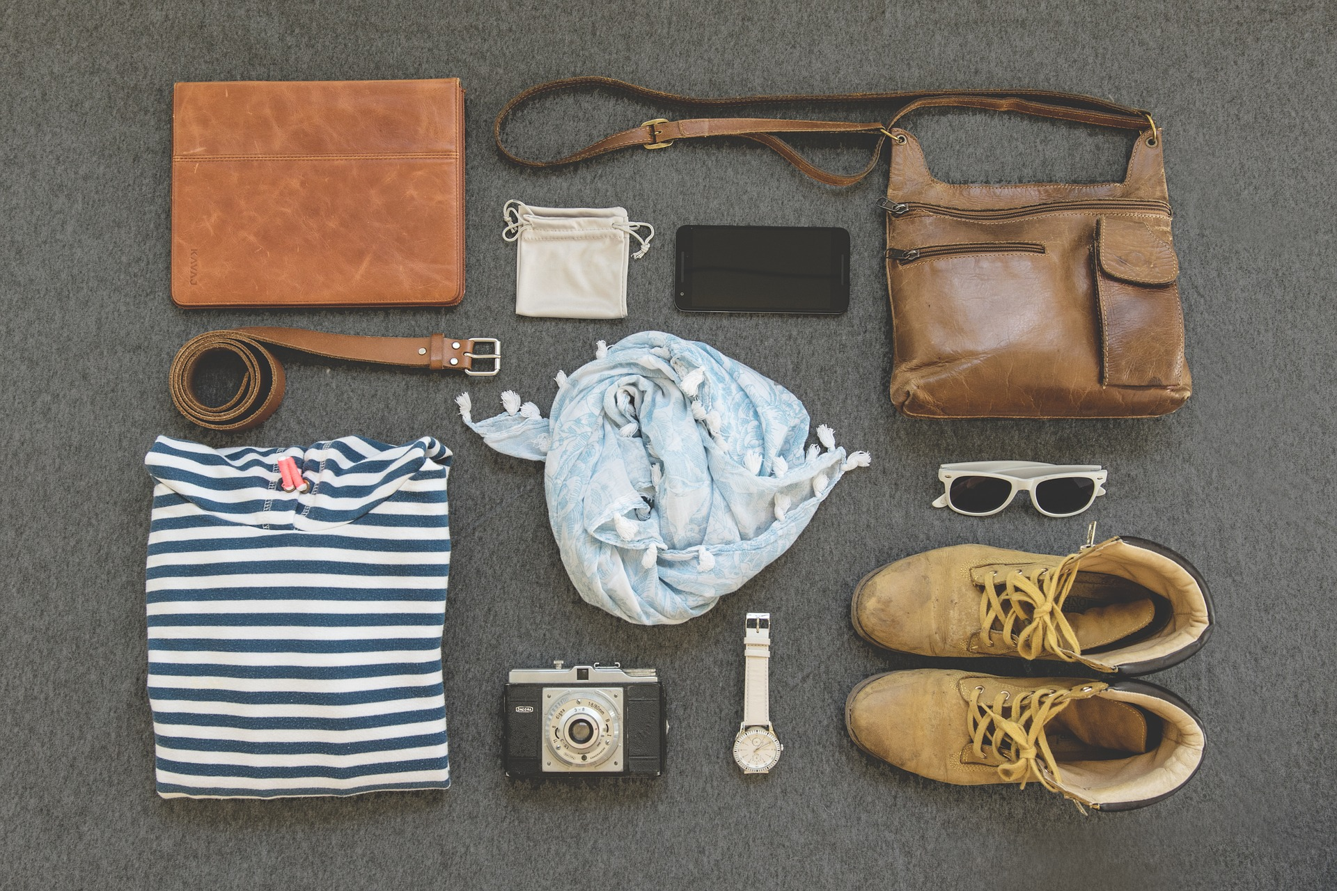 PackingSuitcaseFlatlay