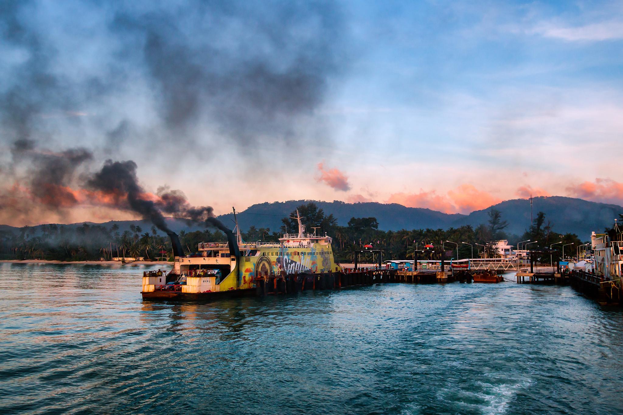Koh Samui's popular ferry. Image credit:    Jutta M. Jenning   /   Creative Commons