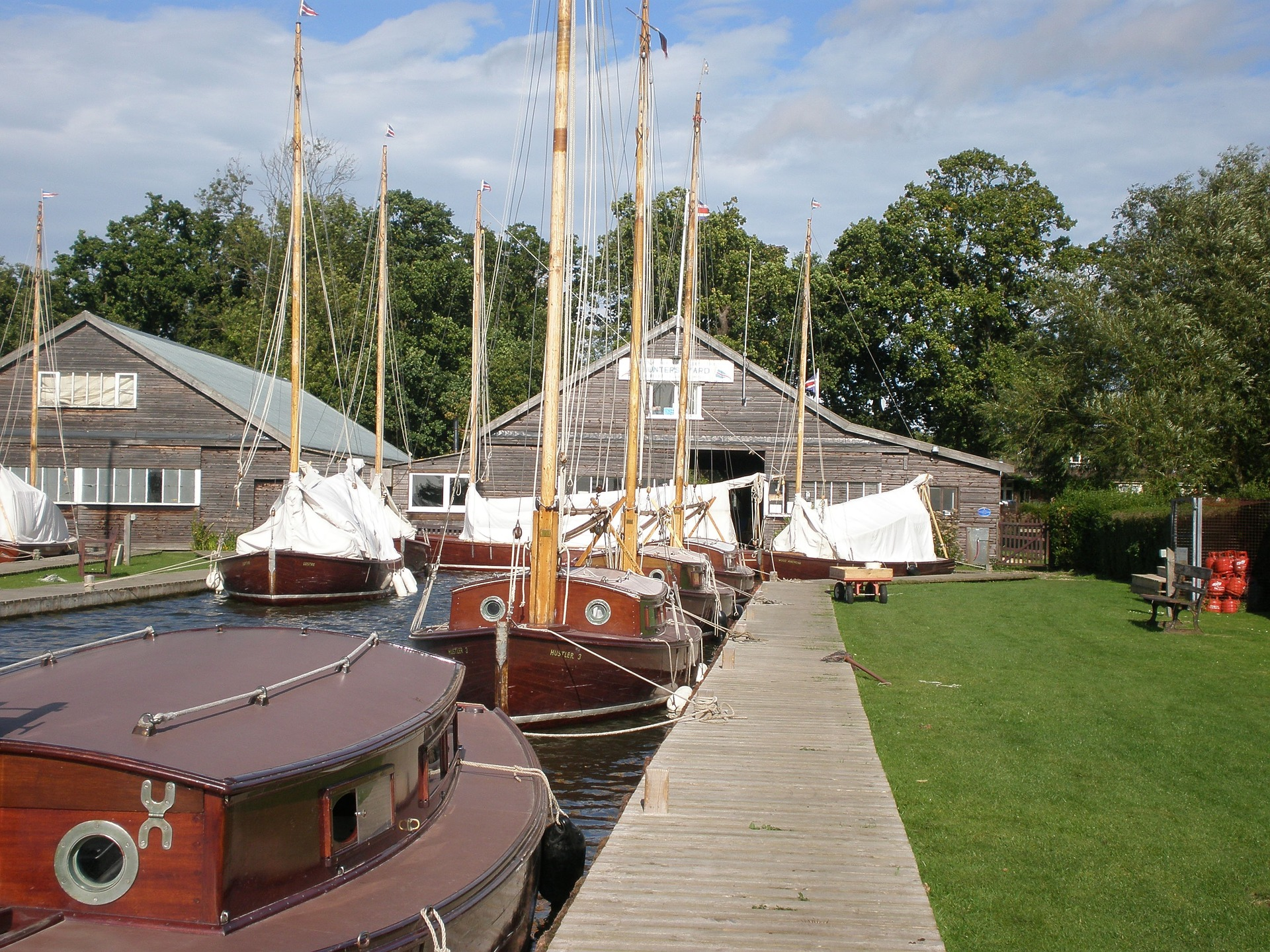 norfolk-broads-summer-sailing