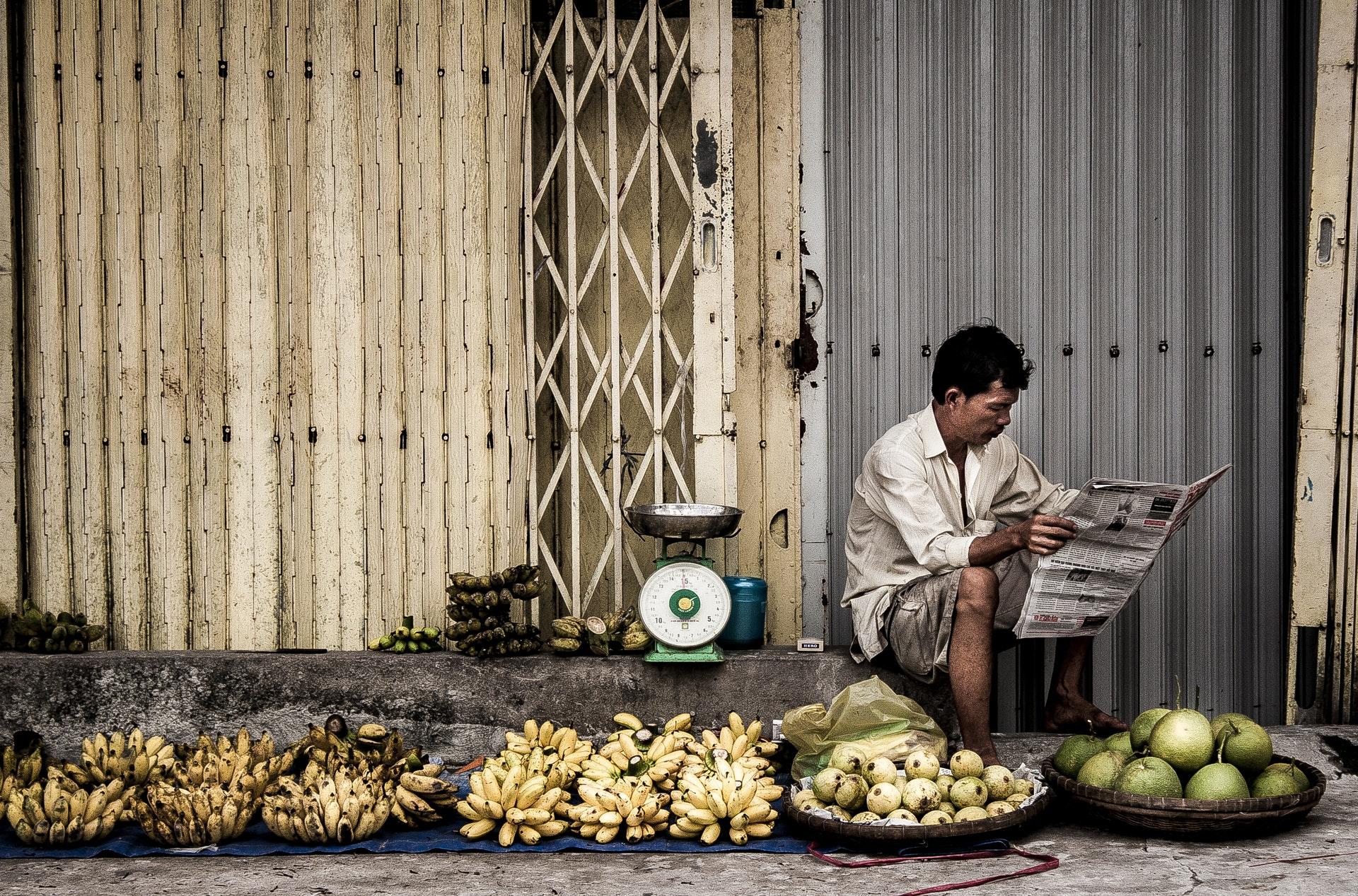 Vietnam-Fruit-Seller-Market