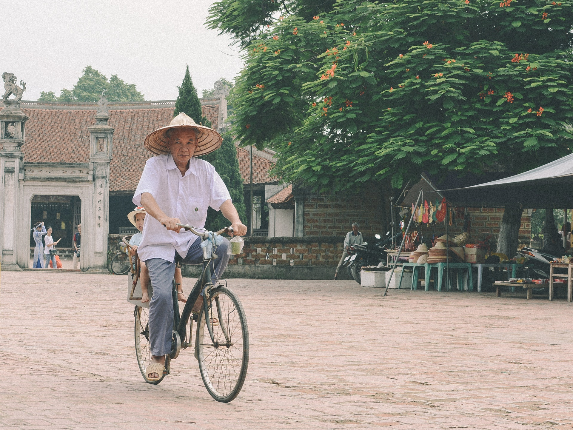 Vietnam-Vietnamese-Man-Bicycle-Bike