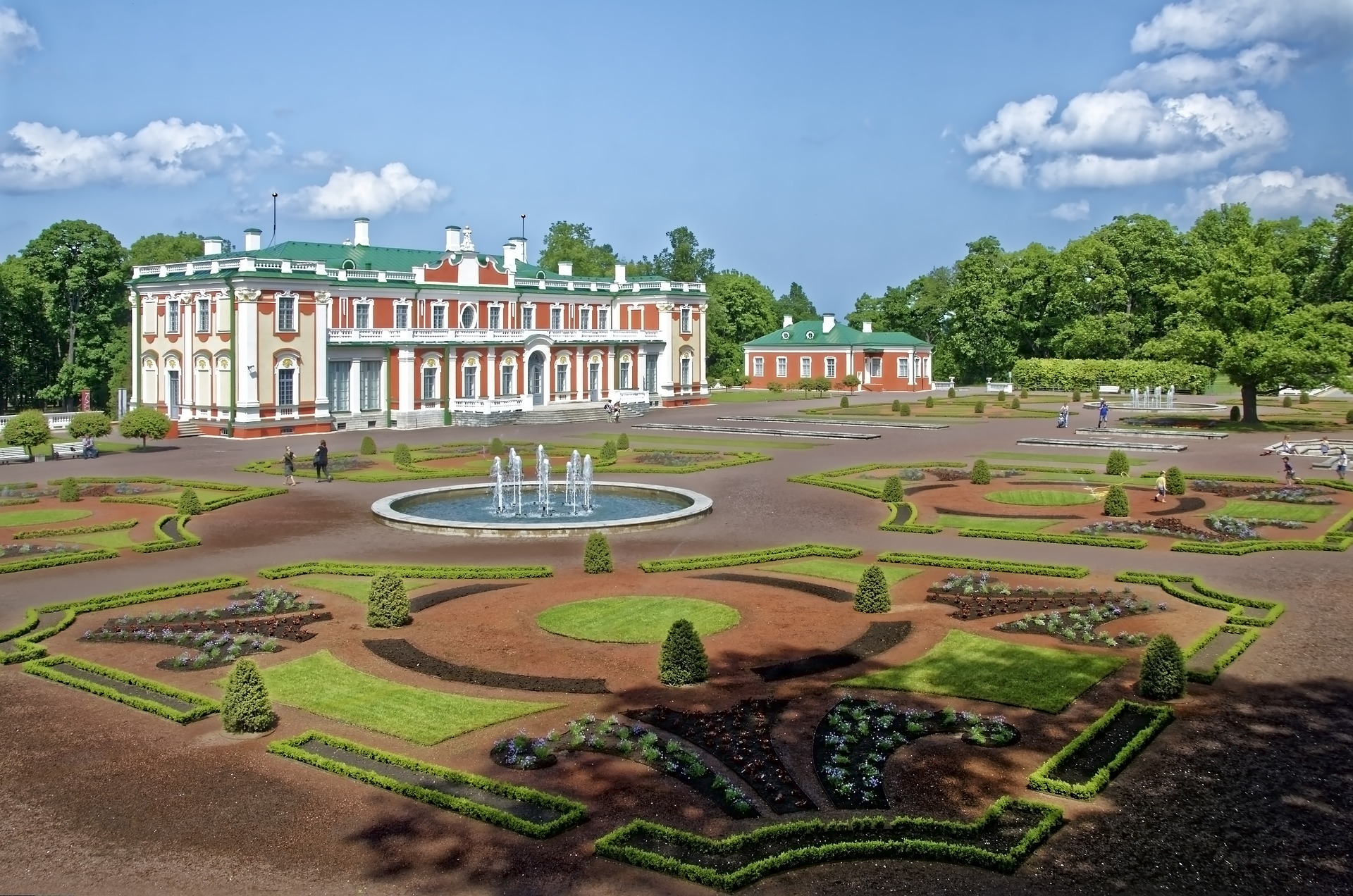 The perfectly-manicured grounds of Kadriorg Palace are perfect for an afternoon stroll when the sun is shining.