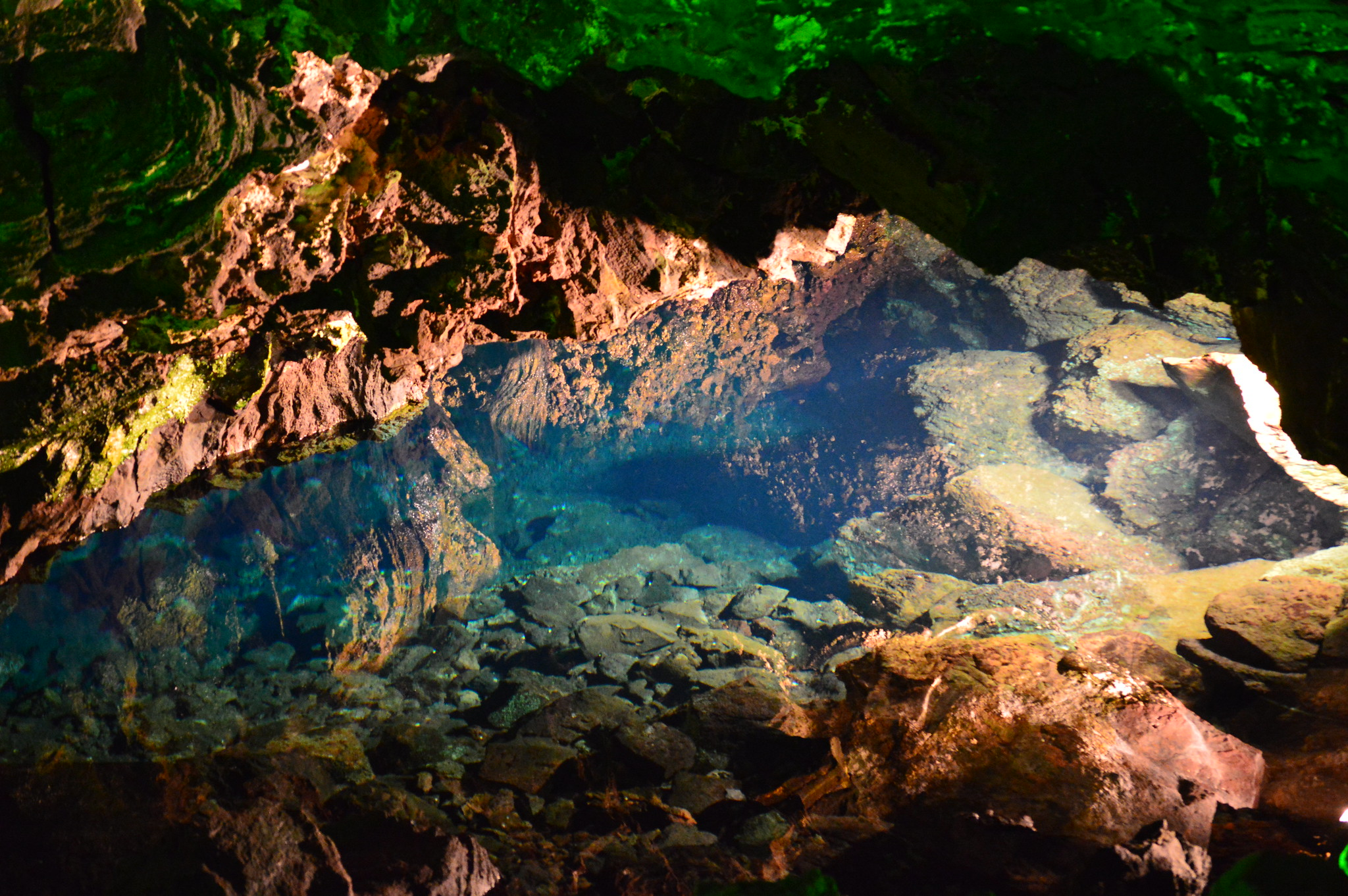 Clear water inside the Tunnel of Atlantis at Jameos del Agua. Image credit:    perlaroques   /   Creative Commons