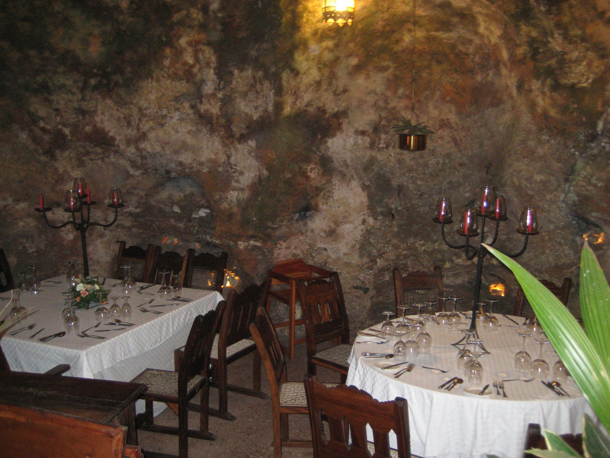 Ali Barbour's Cave Restaurant ready to welcome guests. Image credit:    chococliff   /   Creative Commons