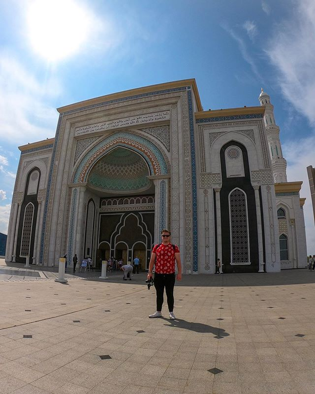 🇰🇿 Well, I certainly rounded off my trip with a bang yesterday! 💥 I got to see the beautiful Hazrat Sultan Mosque - the largest mosque in Central Asia - met @funforlouis in the National Museum of Kazakhstan and then watched an eventful 5-0 victory for FC Astana at the Astana Arena. 🕌👬⚽️ Not a bad day, all in all! 😎