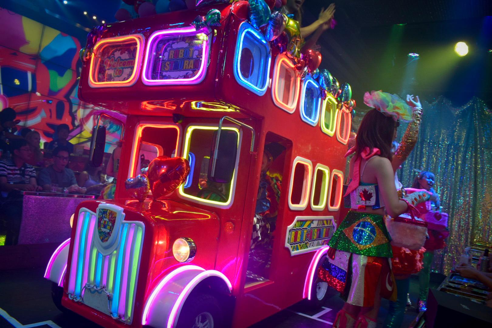 Robot-Restaurant-Tokyo-London-Bus