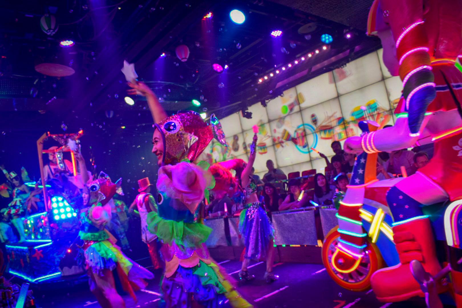 Robot-Restaurant-Dancer-Show