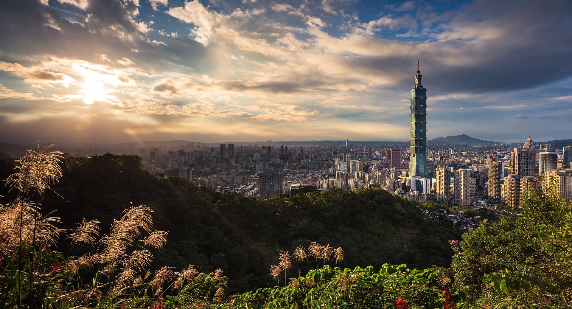 Taiwan-Taipei-Landscape-Mountains