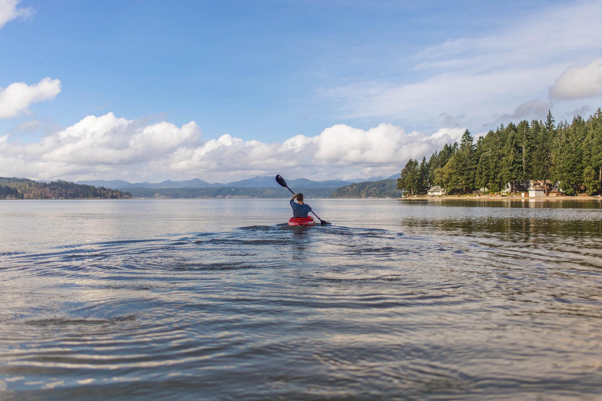 canoe-2179196_1920.jpg