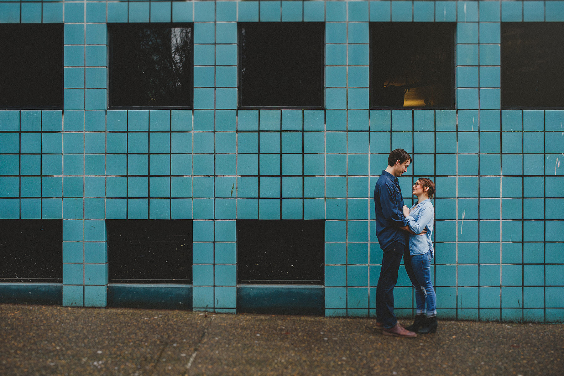 love-session-in-portland-industrial-district-01.jpg