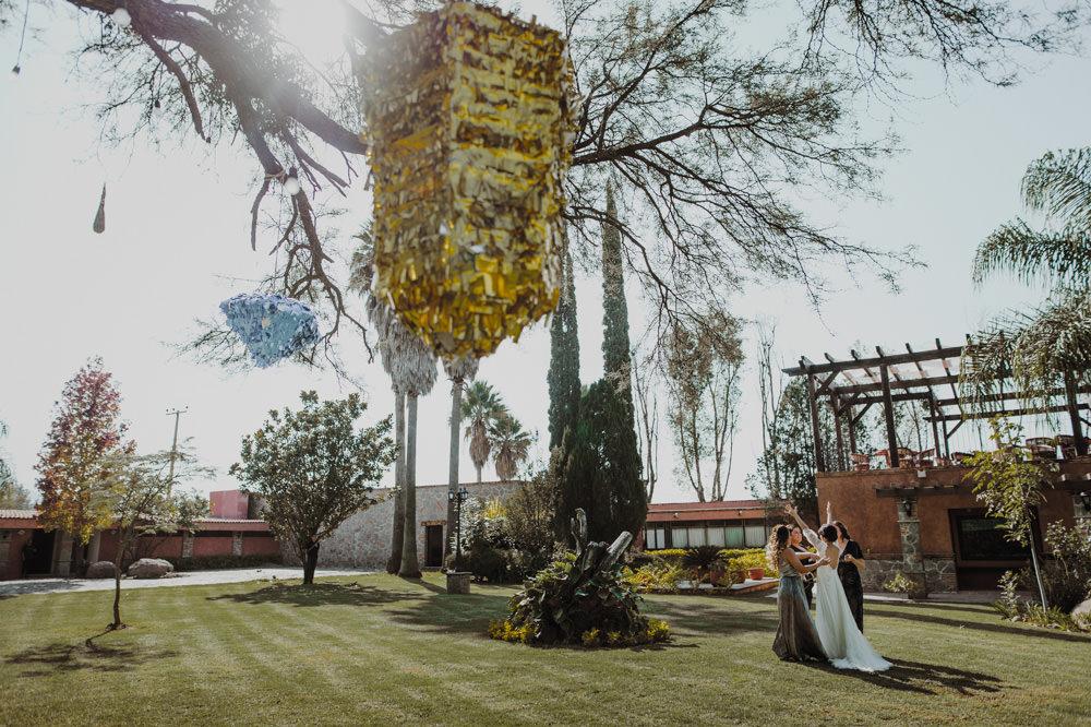 Aida-Arturo-GDL-Folk-Wedding-78.jpg